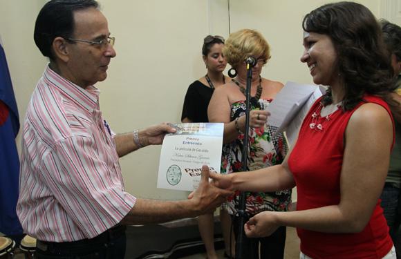 Katia Siberia, Premio en Entevista Periodico Invasor Ciego de Avila. Foto: Ismael Francisco/Cubadebate.