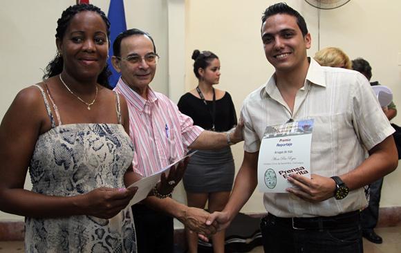 Yudith Madrazo y Alexis Pire, del diario Cinco de Septiembre triunfó en reportaje de Prensa Escrita. Foto: Ismael Francisco/Cubadebate.