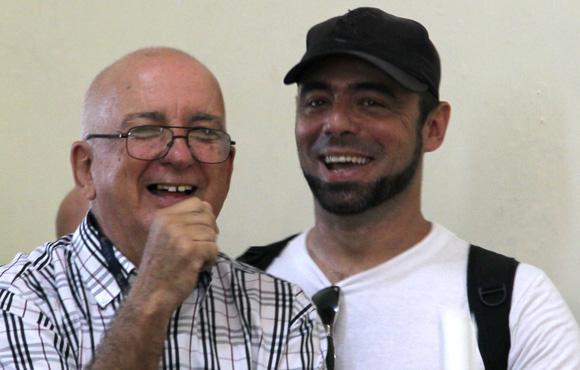 Michel Contreras González, de Cubadebate gano el Premio de Información, junto a su colega y maestro de JR Pepe Alejandro. Foto: Ismael Francisco/Cubadebate.