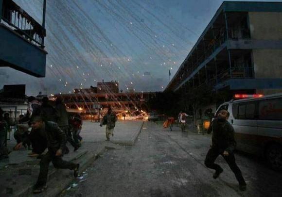 Llueve fuego en Palestina. Increíble foto de una bomba racimo cayendo sobre Gaza. Imaginen una bomba de racimos d fósforo q cae la cual al impactar sobre un ser humano no c apaga con nada. Eso lanza sobre Gaza Israel. Foto: Twitter/