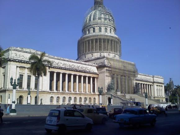 El Capitolio en reparación. Foto: Armando Felipe Fuentes