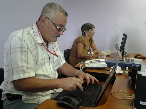 María Clara Castro Acosta, contralora jefa de la Dirección de Atención al Sistema Nacional de Auditorías, y José Luis Nicolau Cruz, contralor asesor de la Contralora Genera. Foto: Edu/ Cubadebate