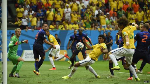 Brasil no ha podido concretar sus ofensivas frente al arco de Cillessen.