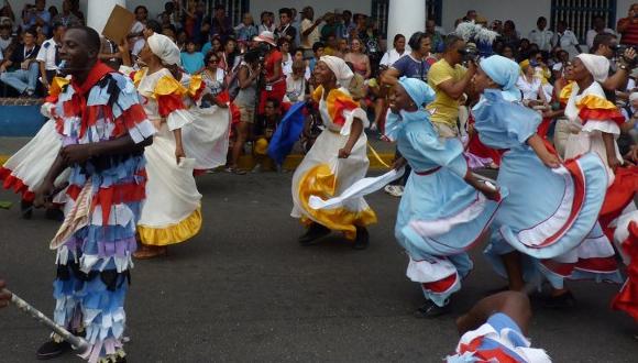 Conjunton danzarios de toda la isla se hacen presente.