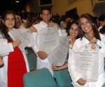 Se gradúan en Cuba más de 2 800 profesionales de la salud