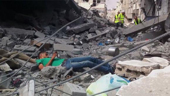 El joven es abatido por un disparo de francotirador israelí