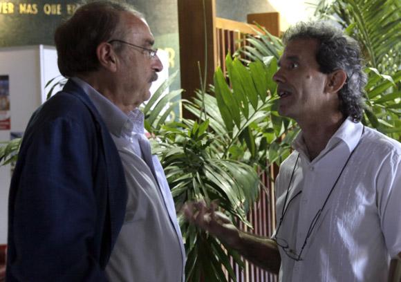 Ramonet conversa con el editor del libro Jorge Fernandez. Foto: Ismael Francisco/Cubadebate.