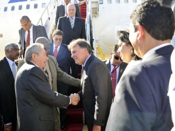 En la tarde de este miércoles llegó a la capital brasileña el General de Ejército Raúl Castro Ruz, Presidente de los Consejos de Estado y de Ministros, para participar en la Reunión de Líderes de China y América Latina y el Caribe que se celebrará en las próximas horas. Foto: Estudios Revolución