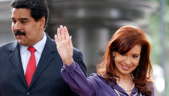 Los presidentes Nicolás Maduro, de Venezuela, y Cristina Fernández, de Argentina, durante la cumbre del MERCOSUR en Caracas. FOTO: Reuters.