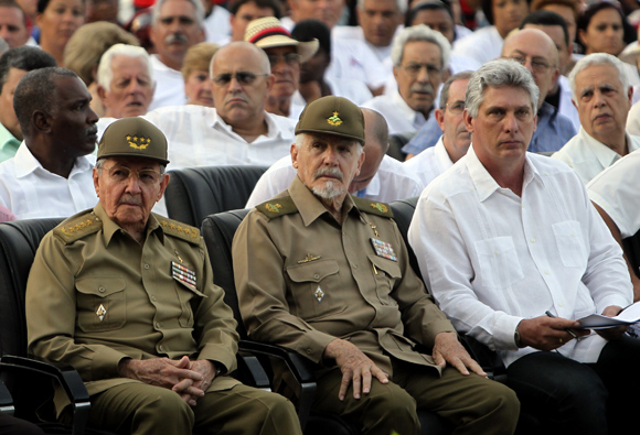 En la imagen, el General de Ejército Raúl Castro, el Comandante de la Revolución Ramiro Valdés y el Primer Vicepresidente, Miguel Díaz-Canel Bermúdez. Foto: Ladyrene Pérez