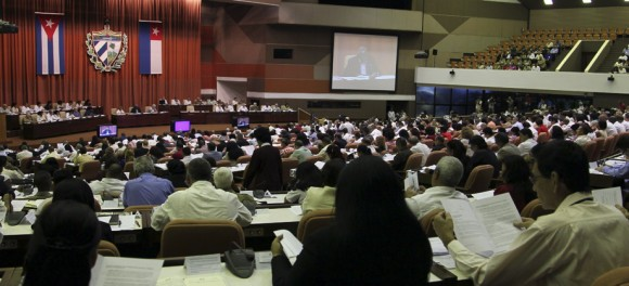 Con la presencia de Raúl Castro Ruz, presidente de los Consejos de Estado y de Ministros, sesiona este sábado en sesión plenaria la Asamblea Nacional del Poder Popular, correspondiente al Tercer Período de la VII Legislatura. Ladyrene Pérez/cubadebate