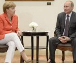 Los mandatarios Merkel y Putin  condenaron el ataque químico en siria y acordaron mantener lucha contra el terrorismo. Foto: Archivo.