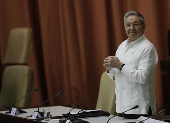 Con la presencia de Raúl Castro Ruz, presidente de los Consejos de Estado y de Ministros, sesiona este sábado en sesión plenaria la Asamblea Nacional del Poder Popular, correspondiente al Tercer Período de la VII Legislatura. Foto: Ismael Francisco/ Cubadebate