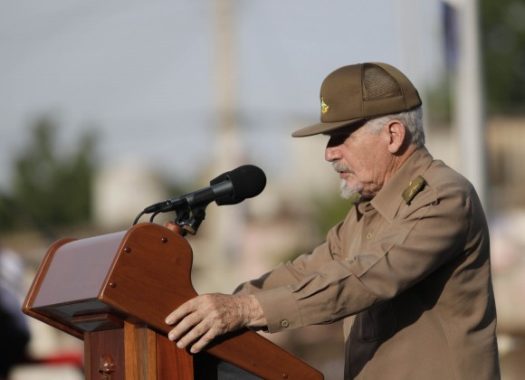 El Comandante Ramiro Valdés Menéndez fue el orador principal del Acto en Artemisa. Foto: Ismael Francisco/ Cubadebate