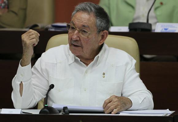 El presidente cubano, Raúl Castro, reafirmó hoy que la actualización del modelo socio-económico del país en aras de un socialismo próspero y sustentable, marcha con un carácter gradual, sin prisa, pero sin pausa. Foto: Ladyrene Pérez/Cubadebate.