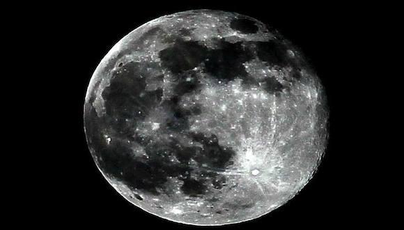 La Luna vista este sábado, 12 de julio de 2014, desde La Habana. Foto: Ismael Francisco/ Cubadebate
