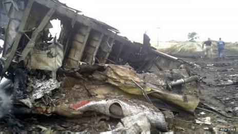 Se han encontrado escombros del avión a decenas de kilómetros del sitio de impacto.