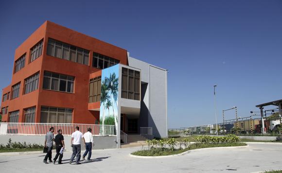 Edificio de la administración. Foto: Ismael Francisco/Cubadebate.