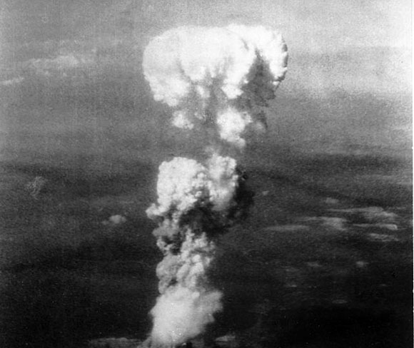 640px-Atomic_cloud_over_Hiroshima
