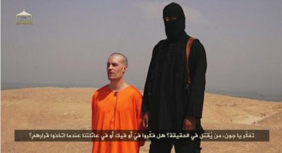 Imagen capturada del video difundido por el grupo islamita del Estado Islámico, tomada de la cuenta de Twitter @mujahid4life