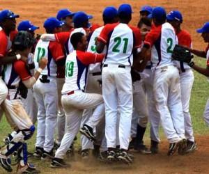 Desmiente Federación que peloteros y entrenadores cubanos hayan sido contratados en Dominicana