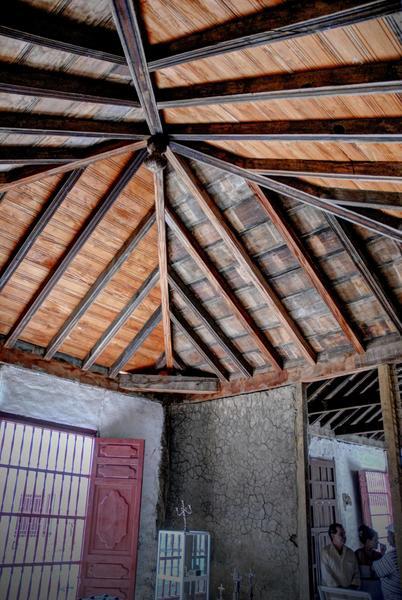 Su diseño arquitectónico y elementos artísticos funcionales responden al de una vivienda señorial de su época, en su edificación se utilizaron materiales del entorno y se siguieron tradiciones constructivas de origen árabe. Su sistema arquitrabado fue construido de madera. Foto: AIN FOTO/Juan Pablo CARRERAS