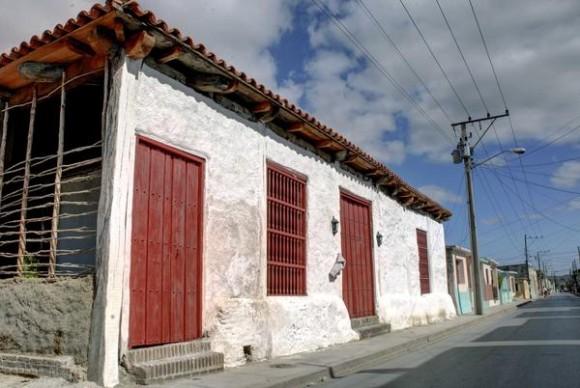 La Casa del Teniente a Gobernador, Monumento Nacional, construida en 1752, conserva parte de los materiales originales utilizados en su diseño y  es la edificación más antigua de la ciudad de Holguín, Cuba, 19 de agosto de 2014. Foto: AIN FOTO/Juan Pablo CARRERAS