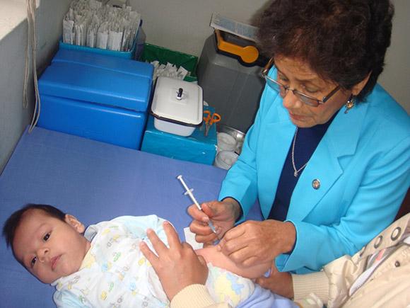 Contrario a las otras cinco enfermedades, la Poliomielitis puede erradicarse con vacunas.