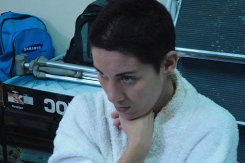 Dailenys Fuentes, una de las protagonistas de Omega 3, de Eduardo del Llano, durante el rodaje del filme.