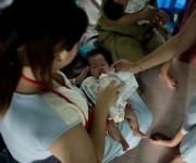 El caso del bebé Gammy, cuya madre de alquiler afirmó que sus padres biológicos australianos se negaron a acogerle porque nació con síndrome de Down, sembró el debate. Foto: EFE.