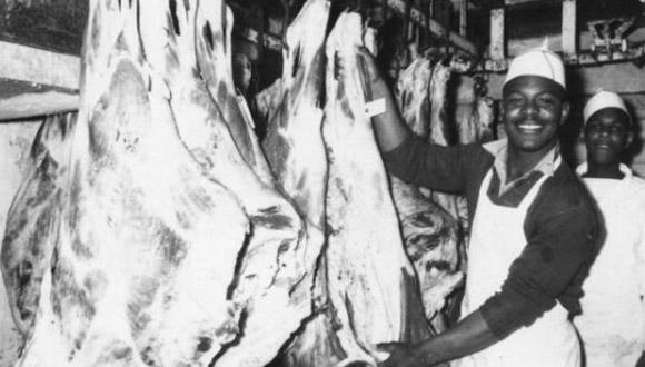 Estudiantes-afroamericanos-trabajan-en-la-carnicería-de-la-Escuela-para-Varones-de-Mariana-en-la-década-de-1950.