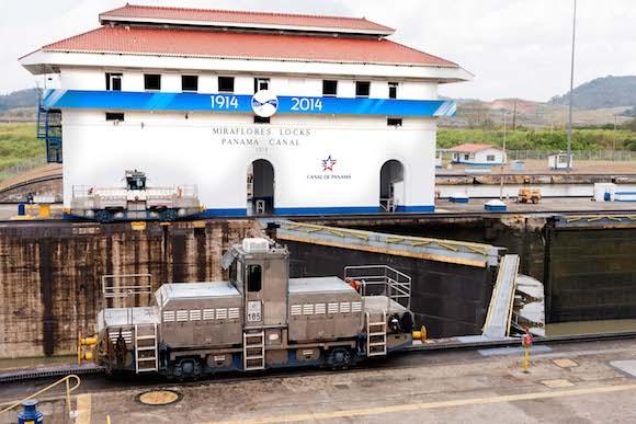 La Segunda Compuerta se abre para dar paso al barco. Estas compuertas son las originales desde la apertura del Canal en 1914. Foto: Alex Castro.