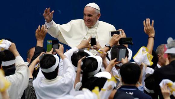 Francisco repudió la idolatría a la riqueza en una de las misas. Foto: AFP.