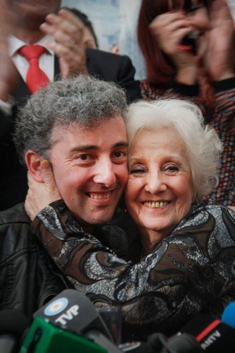 Guido Montoya y su abuela, Estela Barnes de Carlotto.