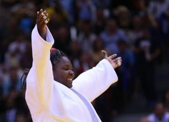 Idalis Ortíz festeja el triunfo que la convierte en Bicampeona Mundial de Judo.