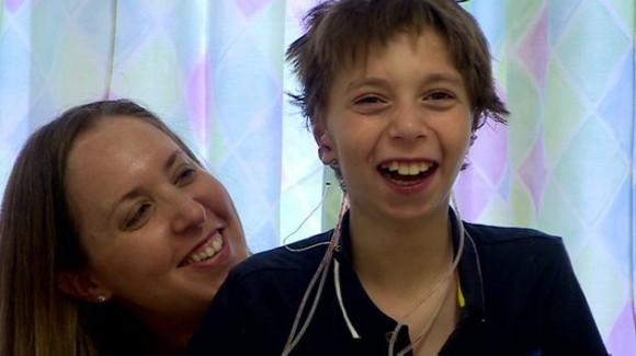 Kieran mostró su alegría por el resultado de la operación. Foto: BBC Mundo