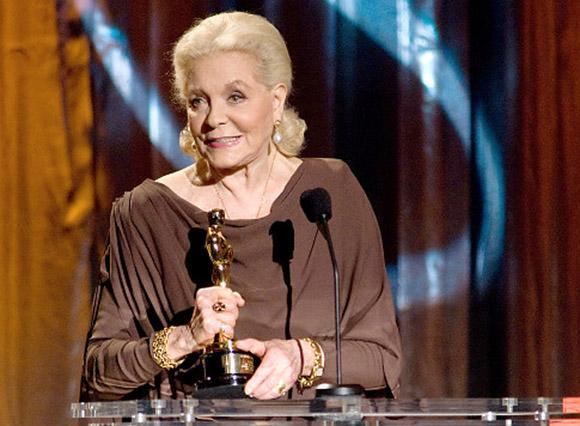 Bacall, cuando recibió el Oscar honorífico. Foto: EFE (Archivo).