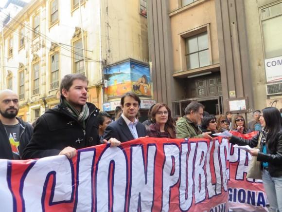 Como Miles de personas en todo el país, la Diputada Camila Vallejo también participó en la Marcha nacional por la educación de este jueves 21 de Agosto.