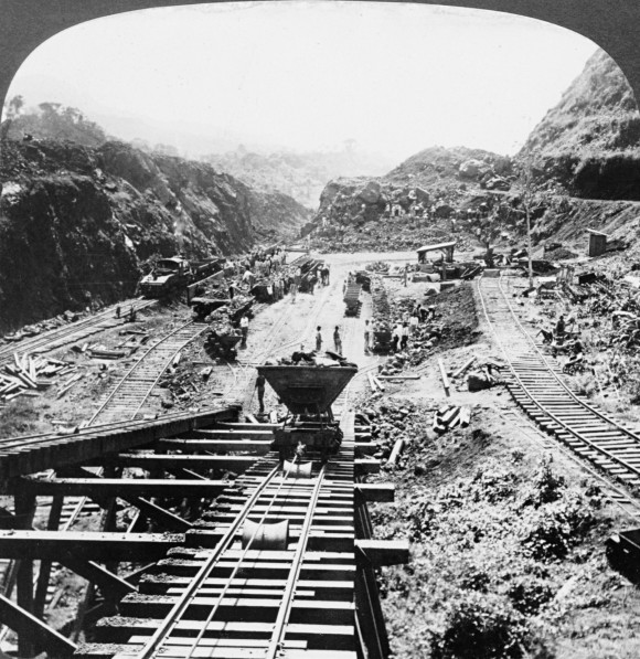 Panama_Canal_under_construction,_1907