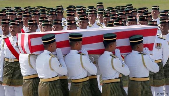 Los cuerpos sin vida fueron trasladados a us país de oriegn. Foto: Reuters