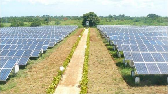 Parque fotovoltaico en EXPOCUBA, La Habana