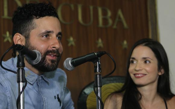 Diana Fuentes y Eduardo Cabra, el Visitante de Calle 13. Foto: Ismael Francisco/ Cubadebate.