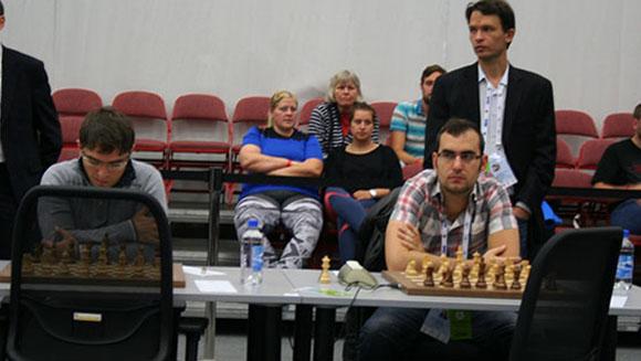 Bruzón (izquierda) y Leinier deberán hacer una gran faena para levantar a Cuba en los finales. Foto: chessbase.com