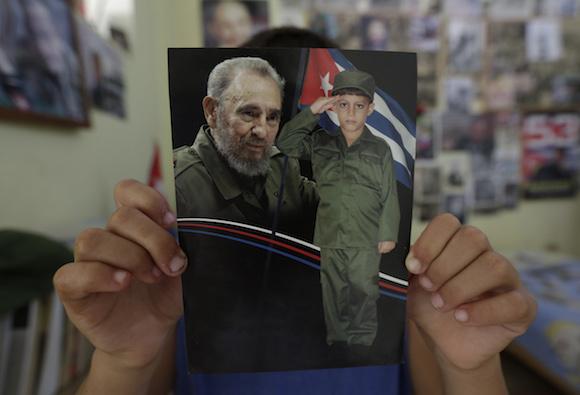 Fidel Castro es el ídolo de Marlon Méndez, un niño que desde los tres años se prepara para el gran momento de conocerlo. Foto: Enrique de la Osa/ cortesía de Reuters