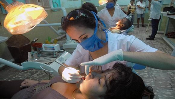 El desarrollo de los servicios de salud es imposible sin la presencia y acción de la mujer. Foto: AIN.
