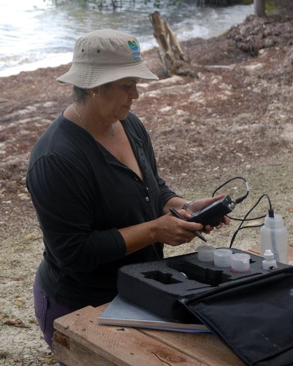 La mujer espirituana hace suyo el quehacer en las investigaciones científicas. Foto: AIN.