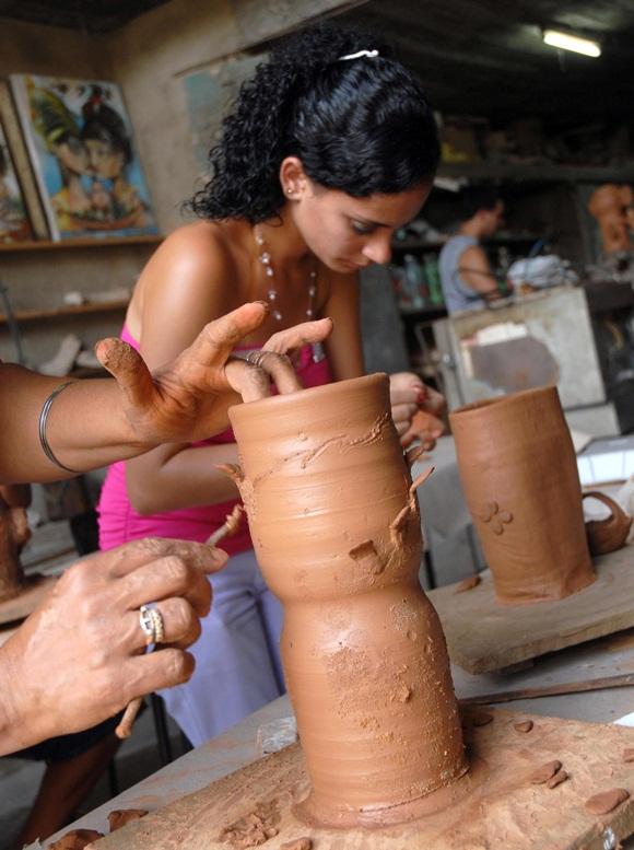 La creatividad artística asume otros matices con la presencia y protagonismo de las mujeres. Foto: AIN.