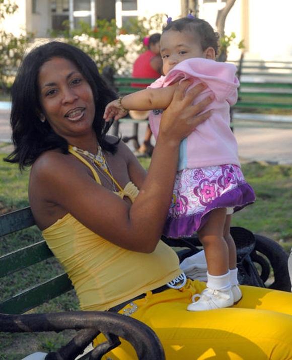 La mujer se afianza como eslabón imprescindible para la familia y el desarrollo de la sociedad. Foto: AIN.