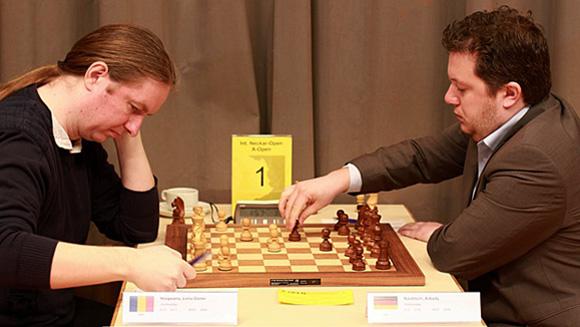 Nisipeanu (izquierda) y Naiditsch son ahora compañeros de equipo.