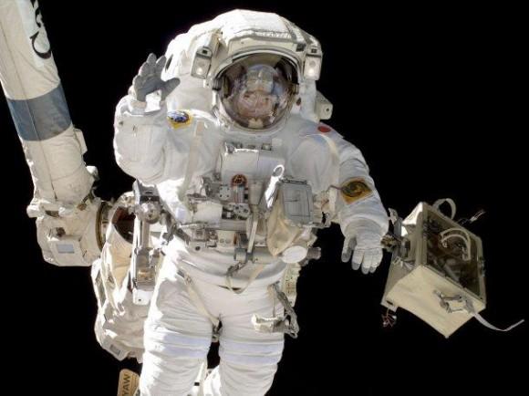Los cosmonautas rusos lanzan nanosatélite peruano. Foto: Getty Images.